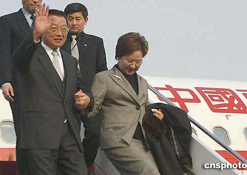 图文:国民党副主席江丙坤抵达北京