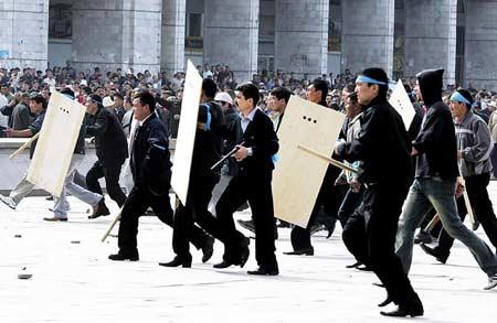 吉尔吉斯政局巨变:中国商人遭遇洗劫(组图)