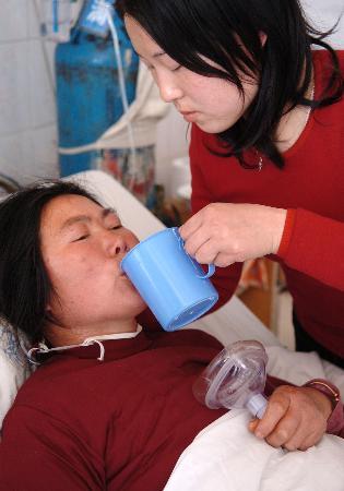 图文:氯气中毒群众得到积极救治(2)