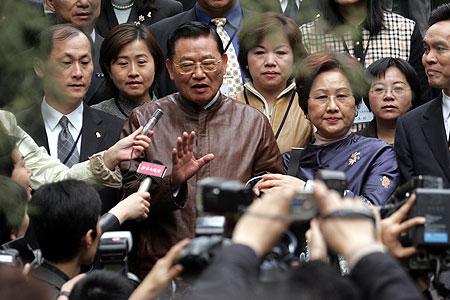 中国国民党大陆参访团在京拜谒孙中山衣冠冢