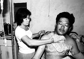 印尼地震遇难者半数为华侨死亡人数将上升(图)
