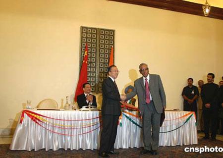 中印签署关于解决边界问题政治指导原则的协定
