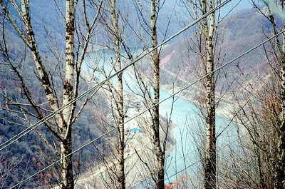 南源记者团抵达白山水库大坝(图)