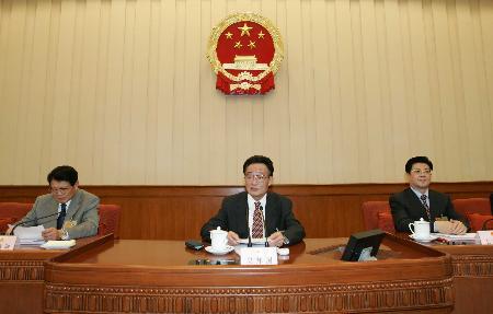 图文:全国人大常委会委员长吴邦国主持会议