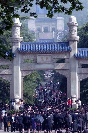 连战拜祭中山陵在博爱广场发表感言(全文)