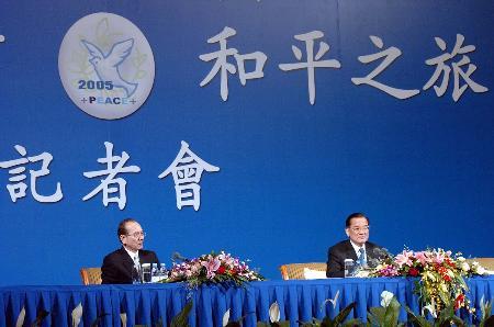 图文:连战在京举行记者招待会(1)