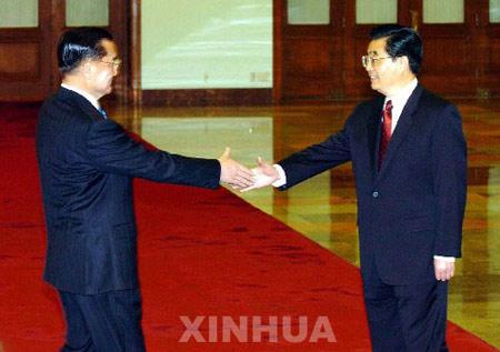 组图:60年来国共两党最高领导人首次握手