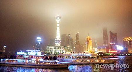 图文:连战乘船夜游上海黄浦江(1)