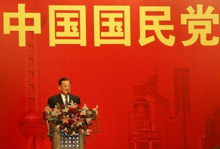 图文:连战在上海香格里拉酒店讲话