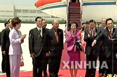 图文:连战启程返回台北