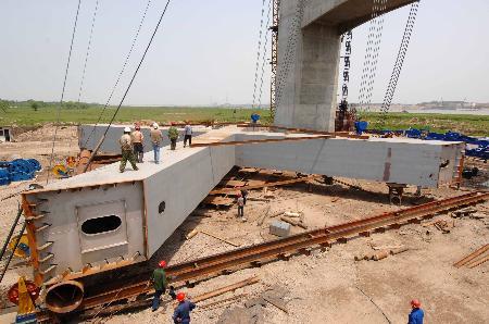 图文:[经济纵横](2)武汉阳逻长江大桥建设进展顺利