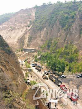 山西吉县发生特大山体滑坡事故24人被埋(组图)