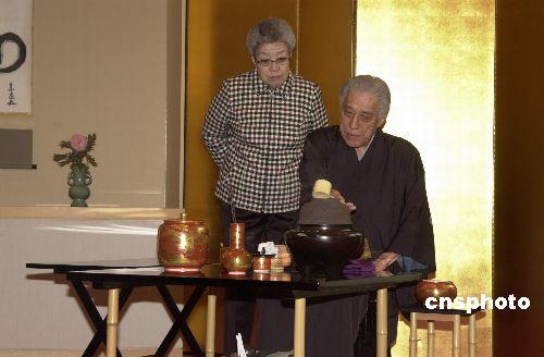 图文:吴仪会见日本茶艺名师并观看茶道表演