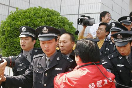 湖北杀妻冤案当事人佘祥林申请国家赔偿已立案