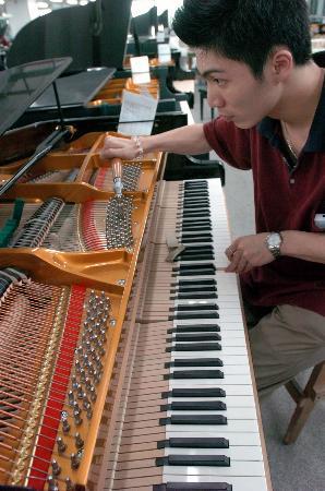 图文:珠江钢琴:赋予每一架钢琴不同的生命(2)