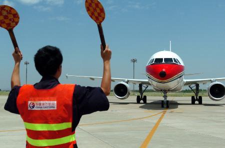 图文:[财经专线](3)东航江苏公司引进三架空客320飞机