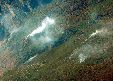 图文:四川凉山州木里县水洛乡森林火灾基本得到控制(1