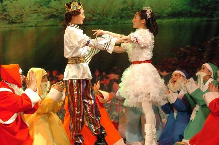 该剧在儿童节期间将连续演出6天.    新华社记者李钢摄