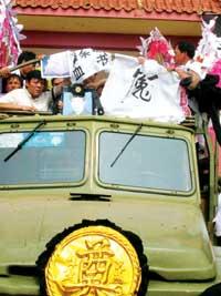 佘祥林案自杀民警下葬据称为最高规格葬礼