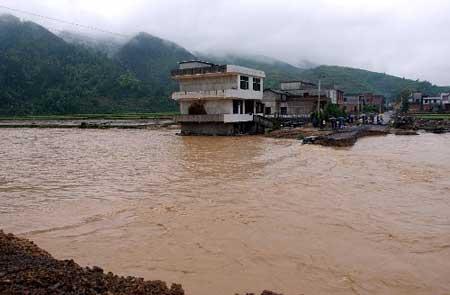 湖南贵州四川山洪共造成68人死亡53人失踪