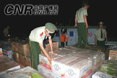 首批台湾水果直航漳州公安边防部门全力护航(图)