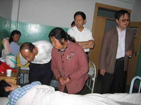 甘肃学生赶考途中遇车祸教育部下令协调(组图)