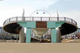 波形钢腹板组合箱梁桥飞架里运河(图)