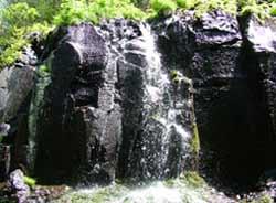吉林长白山峡谷风景区怪石林立飞瀑争流