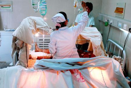 图文:[突发事件](2)宁夏一水泥厂发生事故造成9人严重烧伤