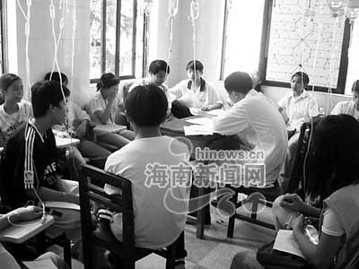 海南定安28名学生在校内小卖部吃早餐中毒