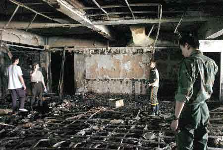 组图:汕头华南宾馆火灾死亡人数已达30人