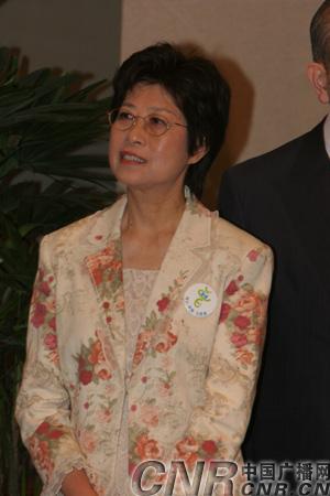 曾荫权将于6月24日在北京宣誓就职