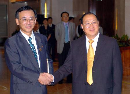 中日财长举行会晤拟建立财政对话机制