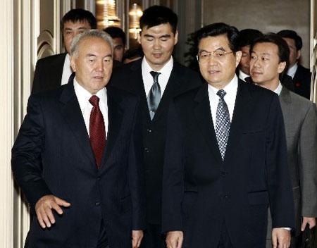 中国与哈萨克斯坦决定建立战略伙伴关系