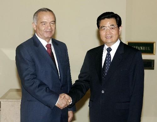 图文:胡锦涛会见乌兹别克斯坦总统卡里莫夫