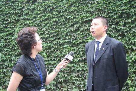 组图:新浪CEO汪延接受中央电视台采访