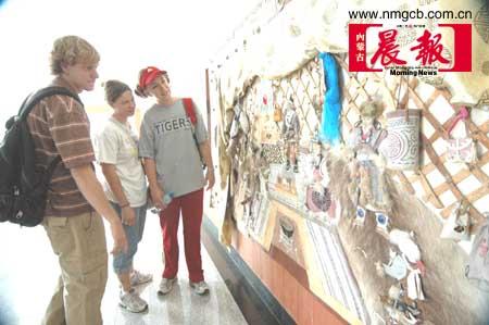 首届内蒙古民族民间工艺博览会举行(图)