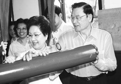 国民党副主席江丙坤访问苏州(图)
