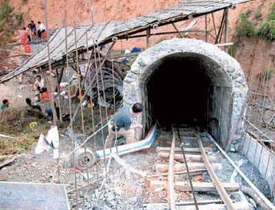 广东煤矿透水16人被困井下截至发稿时未有人被救