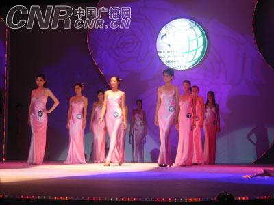 2005丝绸之路国际模特大赛总决赛在乌鲁木齐落幕(组图
