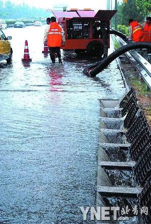 北京:昨暴雨降下52个昆明湖(图)