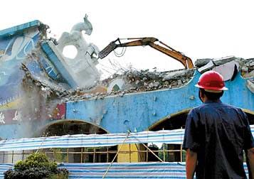 广州东方乐园五羊雕塑化归尘土
