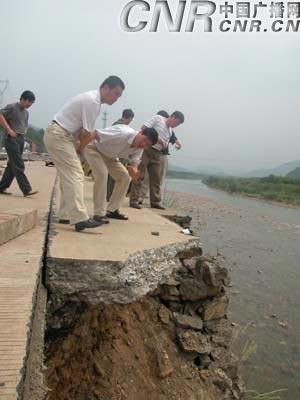 宁波加紧修复麦莎台风中被毁公路