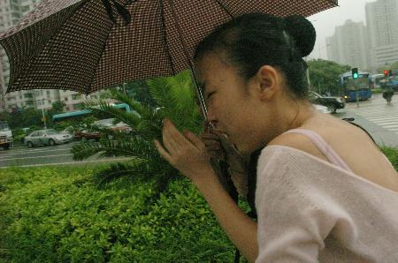 深圳普降大到特大暴雨致8人死亡多人受伤(组图)