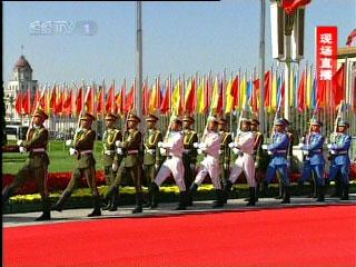 党和国家领导人向人民英雄纪念碑敬献花篮