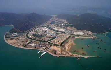 背景:香港迪士尼乐园设计如偌大的植物园
