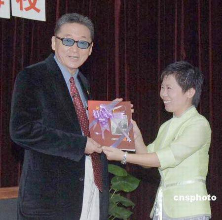 李敖为上海母校题词向学弟学妹面授读书秘诀