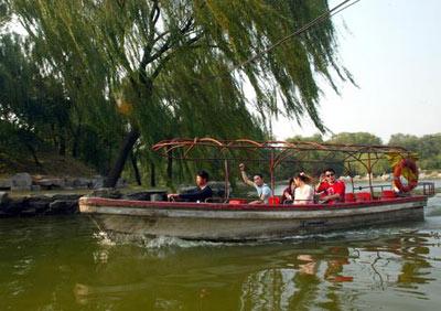 组图:圆明园水面恢复游船正式下水迎客