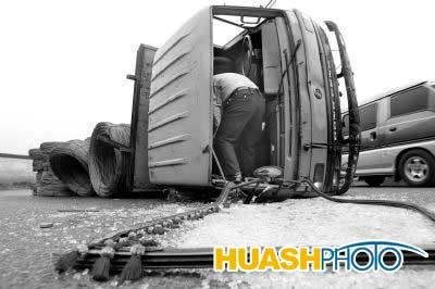 新闻中心 国内新闻 > 正文    本报讯(记者 马海)装满钢筋的大货车