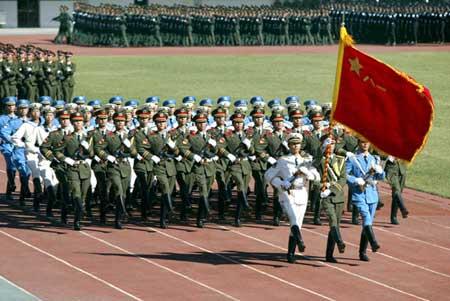 图文:北京高校学生在丰台举行军训阅兵预演